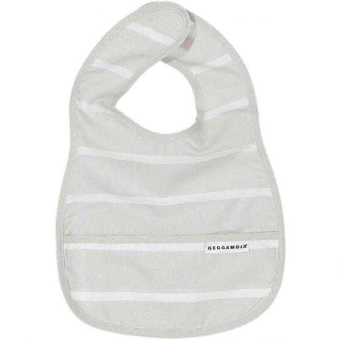 Geggamoja babykläder gots certifierad bomull. Grå och vitrandig haklapp med ficka. Köp Geggamoja babykläder på LillaFilur.se