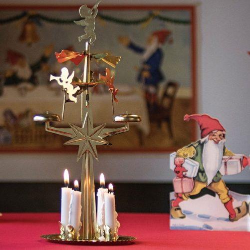 Ljusstake med änglar, änglaljusstake, änglaspel. Inklusive 4 st små vita ljus för änglaspel hos Lilla Filur.