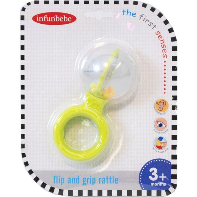 Skallra baby med handtag. Skallra rund med trevligt ljud av kulor i den runda bollen. Inuti bollen på baby skallra finns det små kulor och en vipp bräda med fina bilder på båda sidor. Passar baby från 3 månader. Beställ babyleksaker hos LillaFilur.se