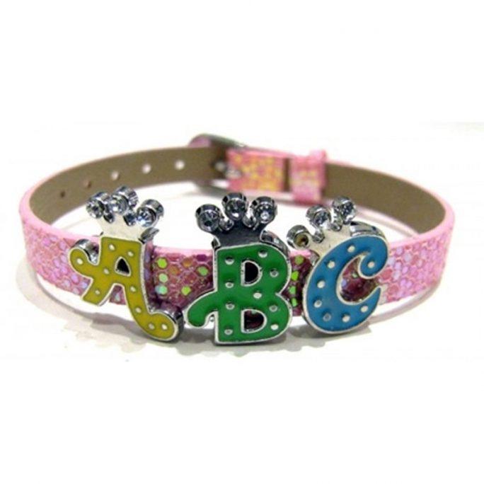 Armband med namn. Fina Angel Bliss armband för barn med personlig text. Finns många olika bokstäver och armband att välja mellan. LillaFilur.se