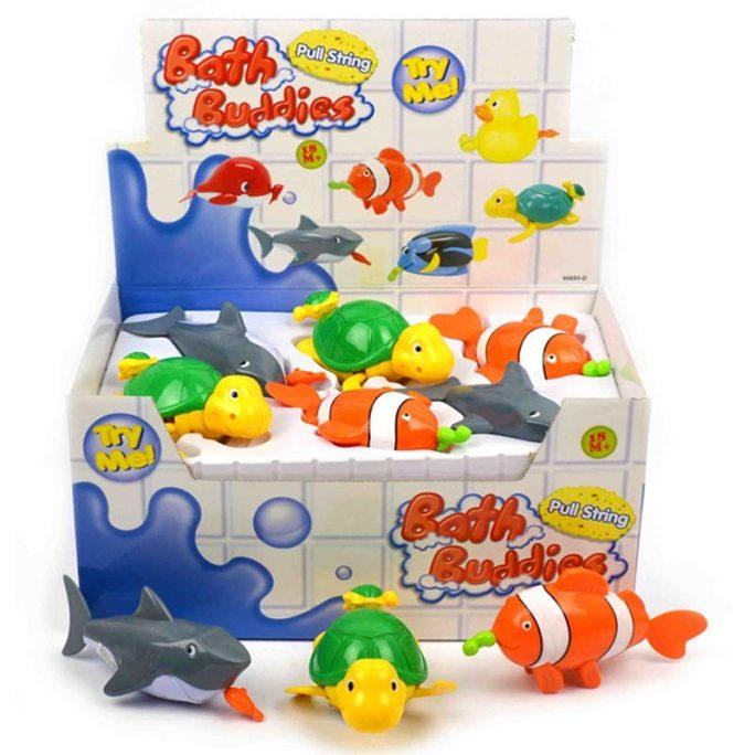 Badleksaker barn och baby för badkar. Fina djur med dra upp funktion. Välj mellan badleksak haj, sköldpadda eller clownfisk. Köp badleksak barn på LillaFilur.se