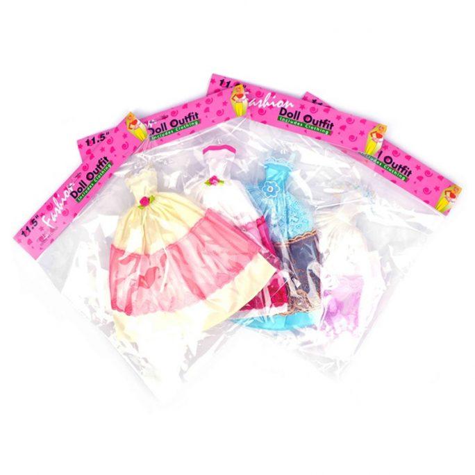 Dockkläder dockklänning Barbie docka. Köp Barbie kläder hos LillaFilur.se