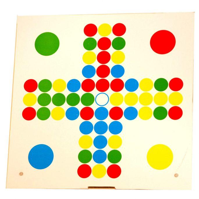 Fia med knuff brädspel. Klassiska brädspel för barn och vuxna. För 2 till 4 spelare. LillaFilur.se