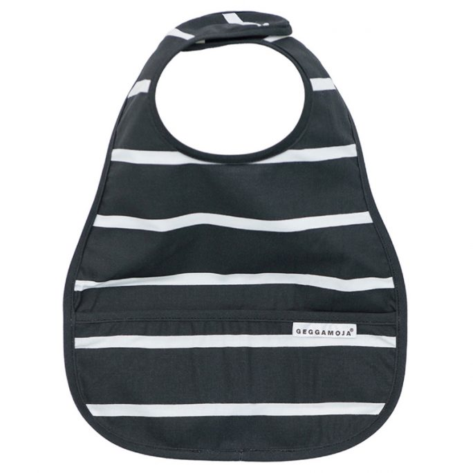 Mjuk haklapp med stor spillficka från Geggamoja babykläder. Gots certifierad och ekologisk bomull. Köp Geggamoja barnkläder på Lilla Filur.