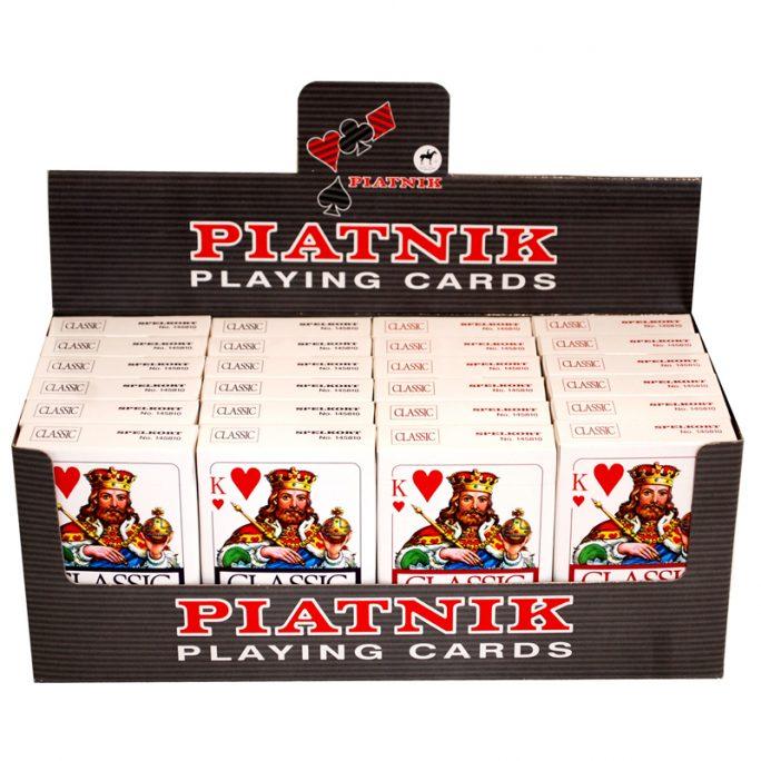 Kortlek plast Piatnik spelkort. Kortlek röd eller kortlek blå du kan välja färg om du vill beställa en färg på kortlek. Piatnik kortlekar i hög kvalitet. LillaFilur.se