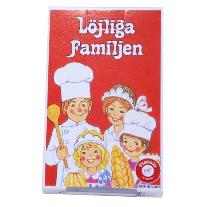 Kortspel Löjliga Familjen. Klassiskt kortspel för barn och vuxna. Samla på hela familjen, till exempel herr bagare, fru bagare, bagarens flicka, bagarens pojke mm. Beställ retro spel hos LillaFilur.se