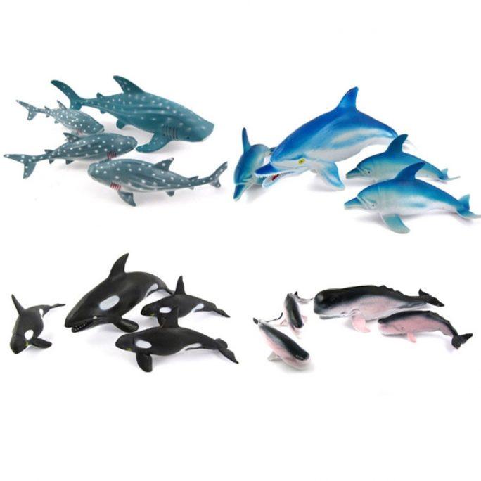 Leksaksdjur plast hajar delfiner. Leksaksdjur i påse. Förpackning med fyra leksaksdjur i blandade storlekar som en familj. Finns flera olika sorter. Beställ leksaksdjur och vilda djur hos LillaFilur.se