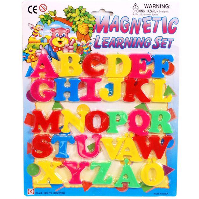 Magnetbokstäver Versaler med svenska alfabetet A-Ö. Se våra lek och lär leksaker på LillaFilur.se