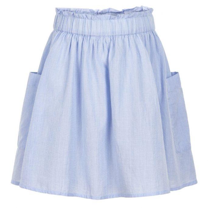 Barnkjol med resår i midjan och fickor. Söt blå barnkjol med resår mudd som är reglerbar i midjan. Beställ barnkläder på LillaFilur.se