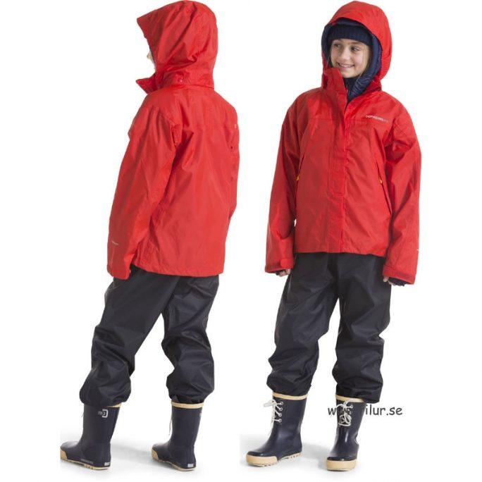 Rea Didriksons Regnställ Storlek 120-170 cl. Didriksons Main regnställ rött. Beställ Didriksons Rea kläder på LillaFilur.se