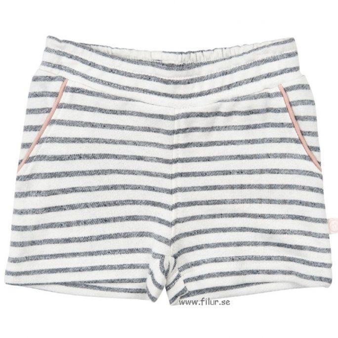 Minymo babykläder. Fina baby shorts i sweat tyg i storlek 62. Randiga shorts i vit, rosa och marinblå. Beställ babykläder på Lilla Filur. Rea babykläder baby shorts 50%.