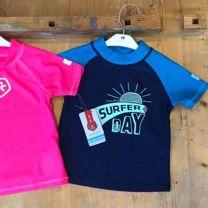 Badtröja, solskyddströja blå uv kläder barn. LillaFilur.se