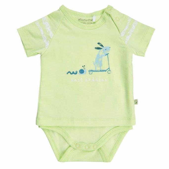 Kortärmad baby body. Med korta ben och armar. Såkallad tröjbody som ser ut som en tröja men är en body. LillaFilur.se