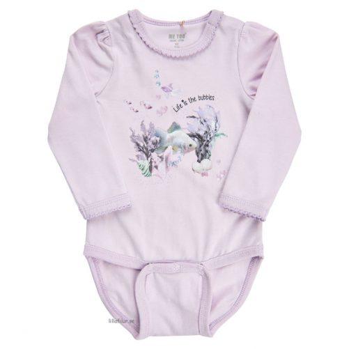 Body Baby Lila med söta fiskar. Från Me Too babykläder. LillaFilur.se
