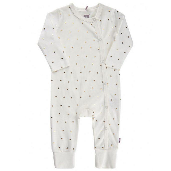 Pyjamas baby med knappar utan fot. Söt pyamas baby med guldhjärtan. Oeko-Tex, Gots och ekologisk bomull. Beställ Me Too babykläder och barnkläder på LillaFilur.se