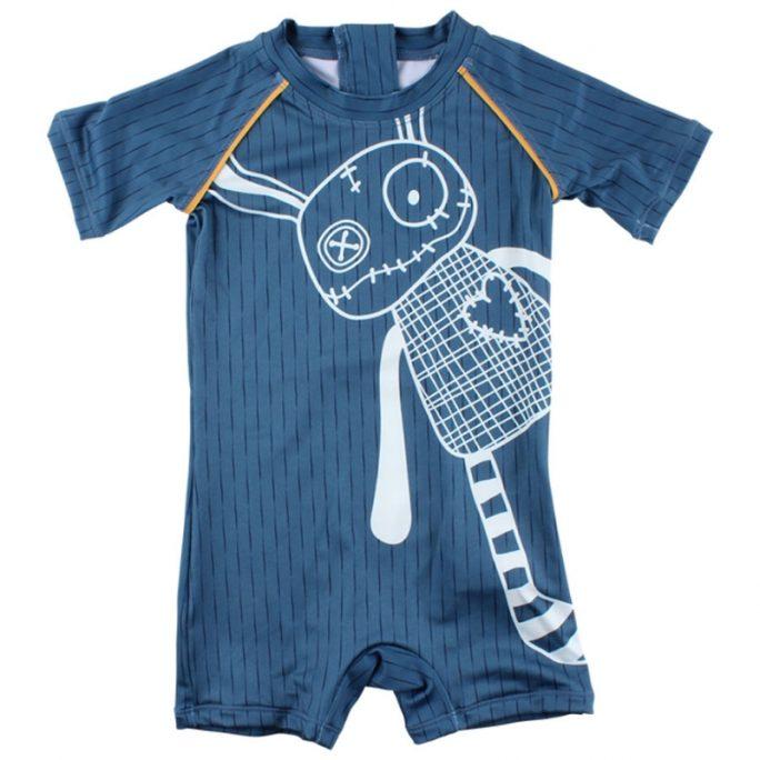 Solskyddskläder baby, solskyddsdräkt baby, uv-kläder baby. Söt uv-dräkt storlek 50, 56, 62, 68, 74, 80. Köp badkläder baby med solskydd på LillaFilur.se