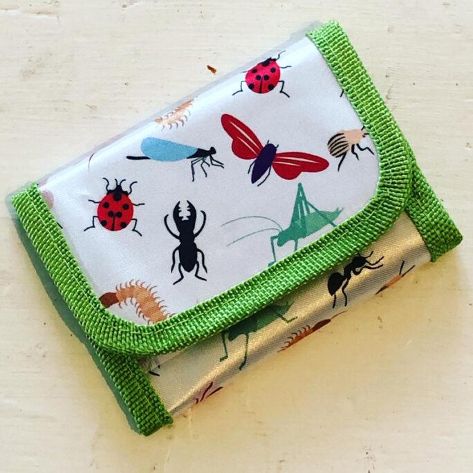 Plånbok flicka och pojke. Mönstrad barnplånbok med små djur.