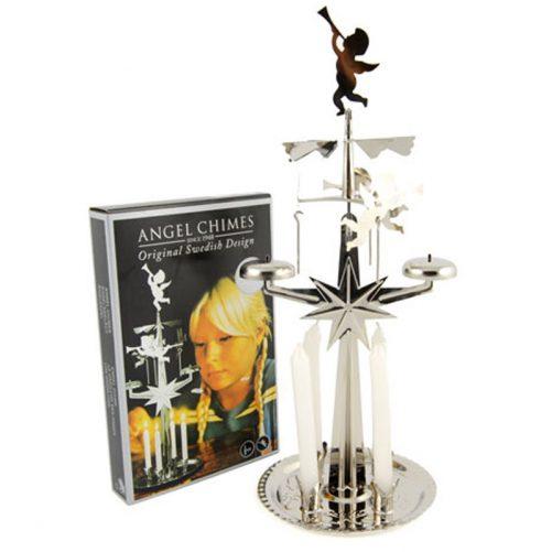 Änglaspel Silver inkl 4 st ljus för änglaspel. Höjd 28 cm. Vacker ljusstake med änglar som rör sig när man har den tänd. Beställ änglaspel på LillaFilur.se