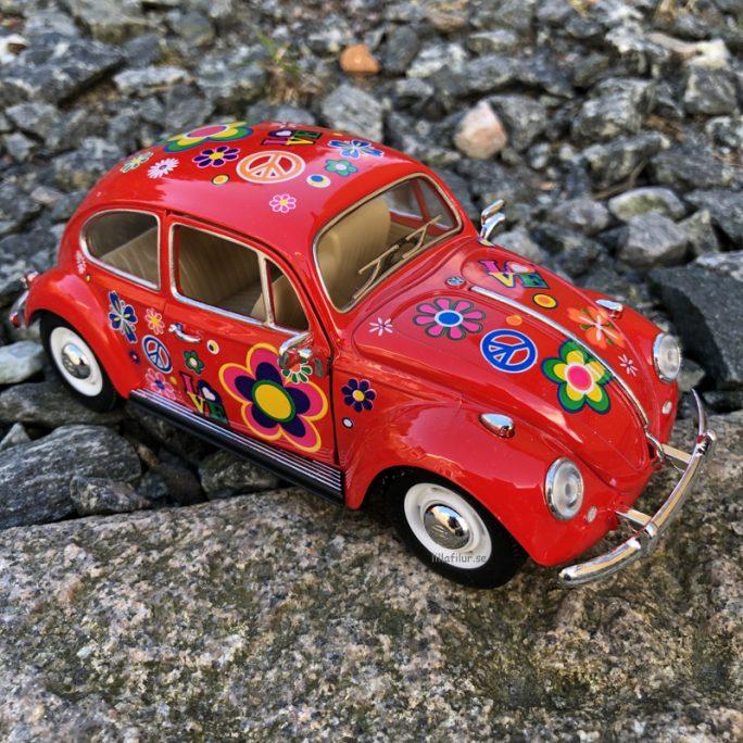 Stor leksaksbil metall Volkswagen Beetle 1967 Röd. Beställ retro leksaksbilar metall på LillaFilur.se