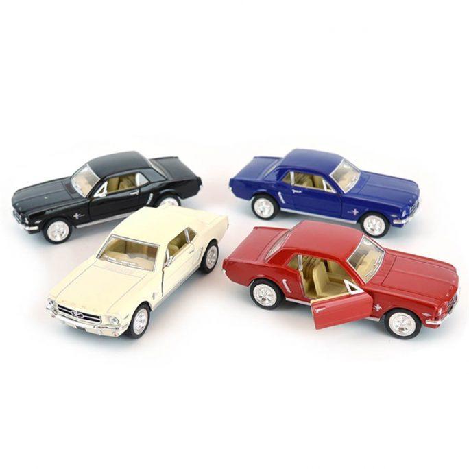 Leksaksbil Metall Ford Mustang 1964. Välgjorda leksaksbilar i metall. Retro bilar. Official licensed product. Skala 1:36. Beställ leksaksbil metall på LillaFilur.se