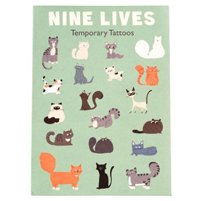 Tillfälliga tatueringar för barn, såkallade gnuggisar. Sätt på genom att fukta huden och tryck en stund med handen för att den skall fästa. Köp barntatueringar på LillaFilur.se