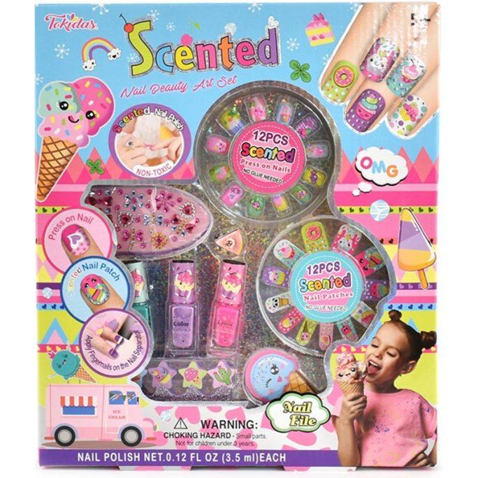 Nagellack med doft, nagelstickers med doft, lösnaglar med lukt. Fint set för barn med giftfritt nagellack. Innehåller 3 stycken barnnagellack, 12 stycken lösnaglar, 12 st nagel stickers barn, nagelfil i form av glass, nagelseparerare i skumgummi, reglerbar barn ring. Beställ på LillaFilur.se