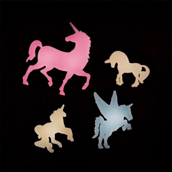 Enhörning leksak plast självlysande stora och små enhörningar. Med 14 stycken glow in the dark unicorns. LillaFilur.se