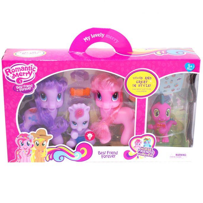 Leksakshästar liknande My Little Pony. Fyra hästar och tillbehör, en av dom lyser. Med ett ark stickers. LillaFilur.se